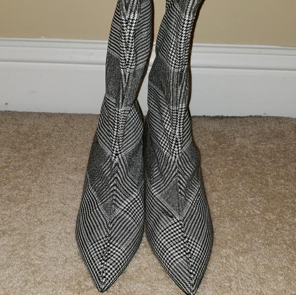 1a04bd609711 Plaid kitten heel boots. M 5c34105f819e902d105a7efd
